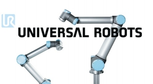 Universal Robots Unpacking Box